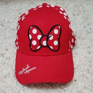 Minnie mouse hat!